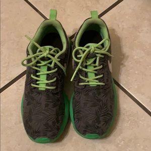 Youth Green Sole Tropical Nike Roshe